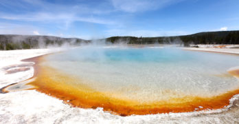 yellowstone-national-park-hot-springs