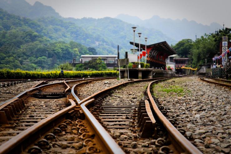 Train tracks adumbration